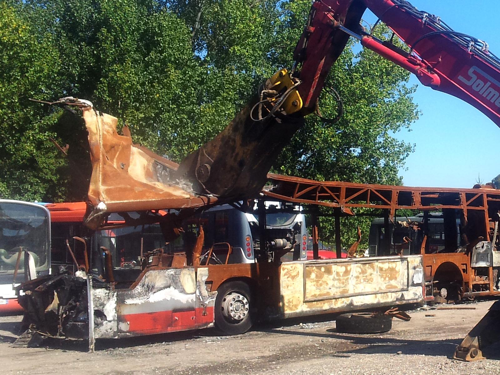 Echokal. Demolizione autobus